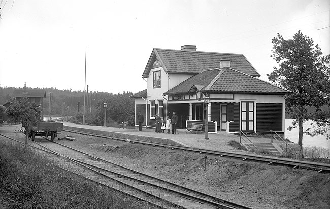 Fil:Ekolsunds station 1905.jpg