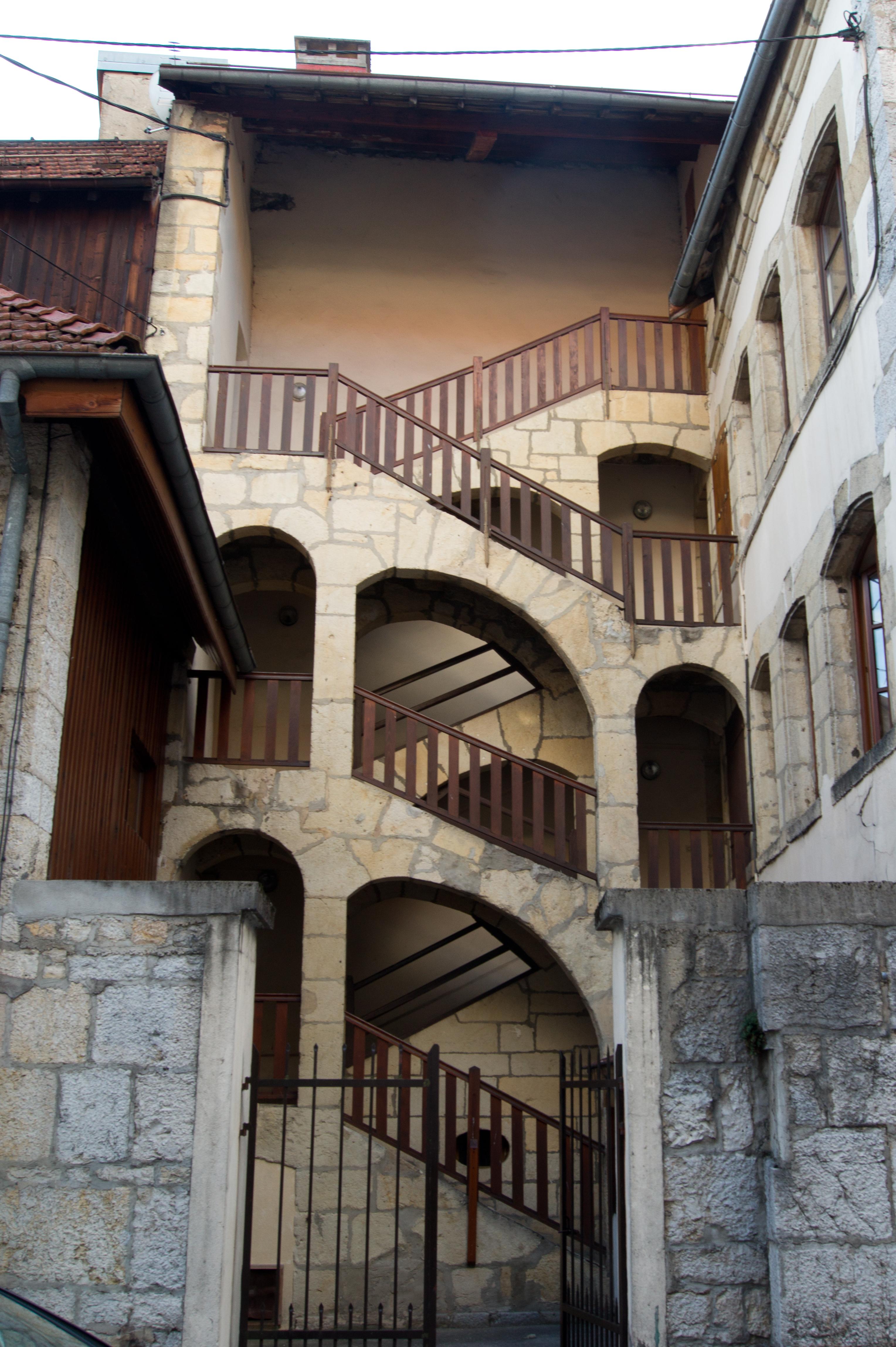 File escalier ext rieur 2 rue montrieux for Escalier exterieur 2 etages