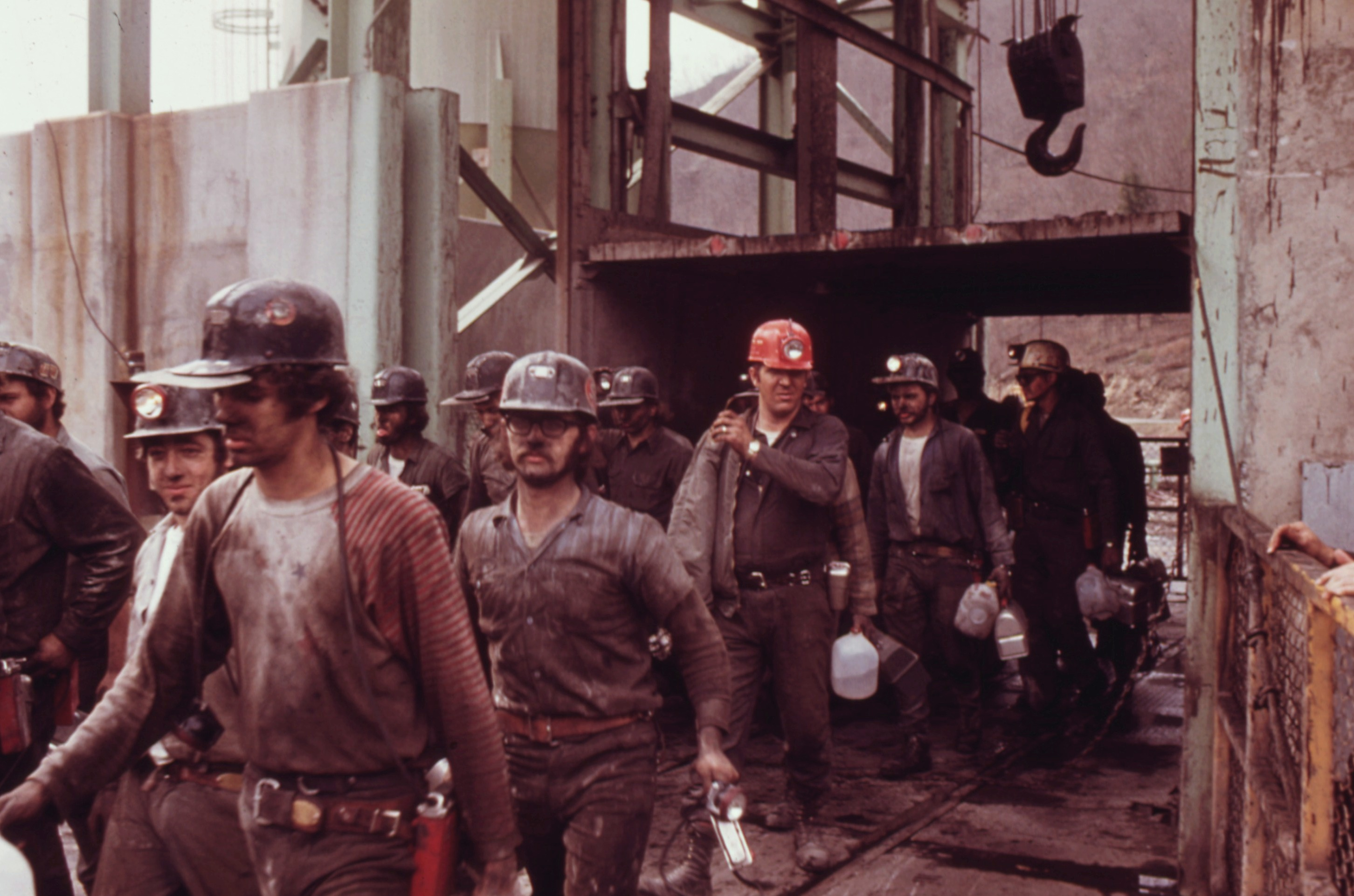 File:FIRST SHIFT OF MINERS AT THE VIRGINIA-POCAHONTAS COAL