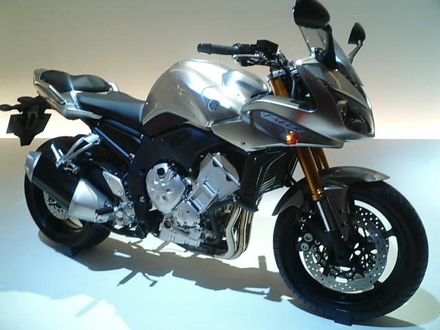 Yamaha MT 15 Wikipedia: File:FZS1-2006.JPG