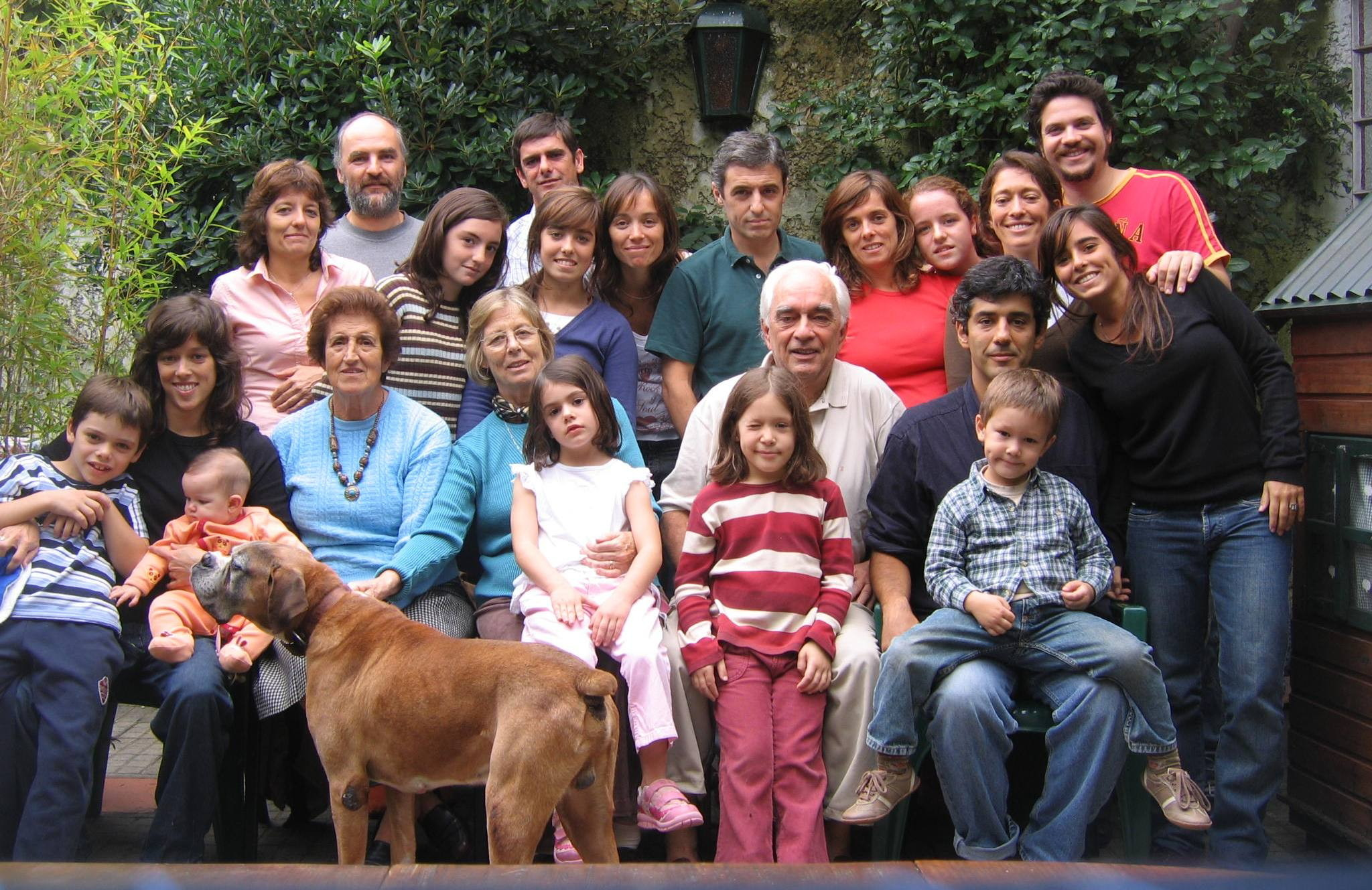 Familia inside file:familia de jorge brovetto - wikimedia commons