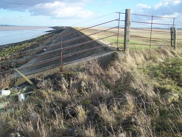 Fence on Sea Wall - geograph.org.uk - 1130026