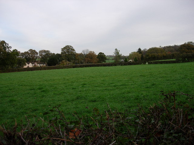 File:Field and very nice house - geograph.org.uk - 77153.jpg