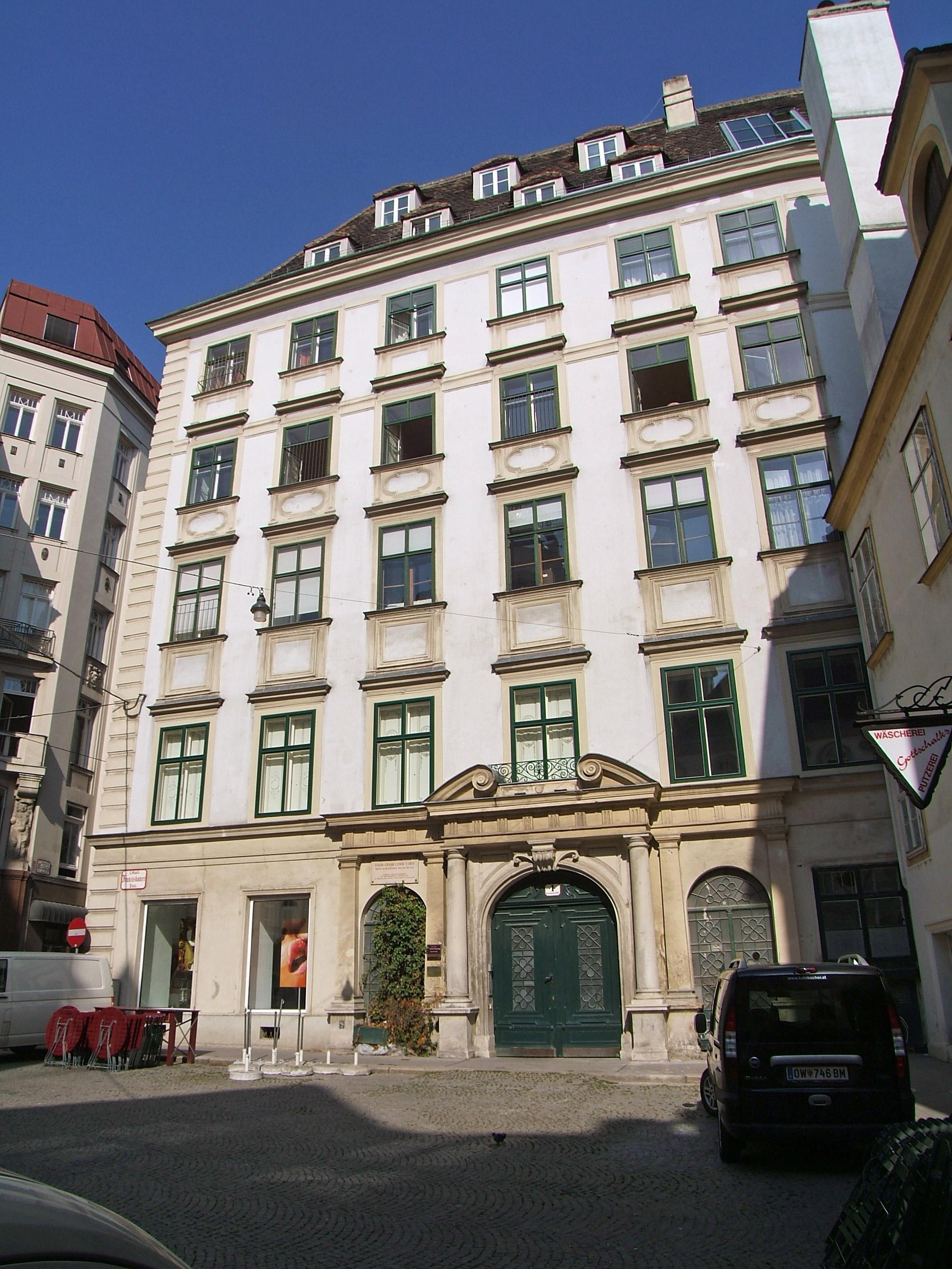 Franziskanerplatz 1.jpg