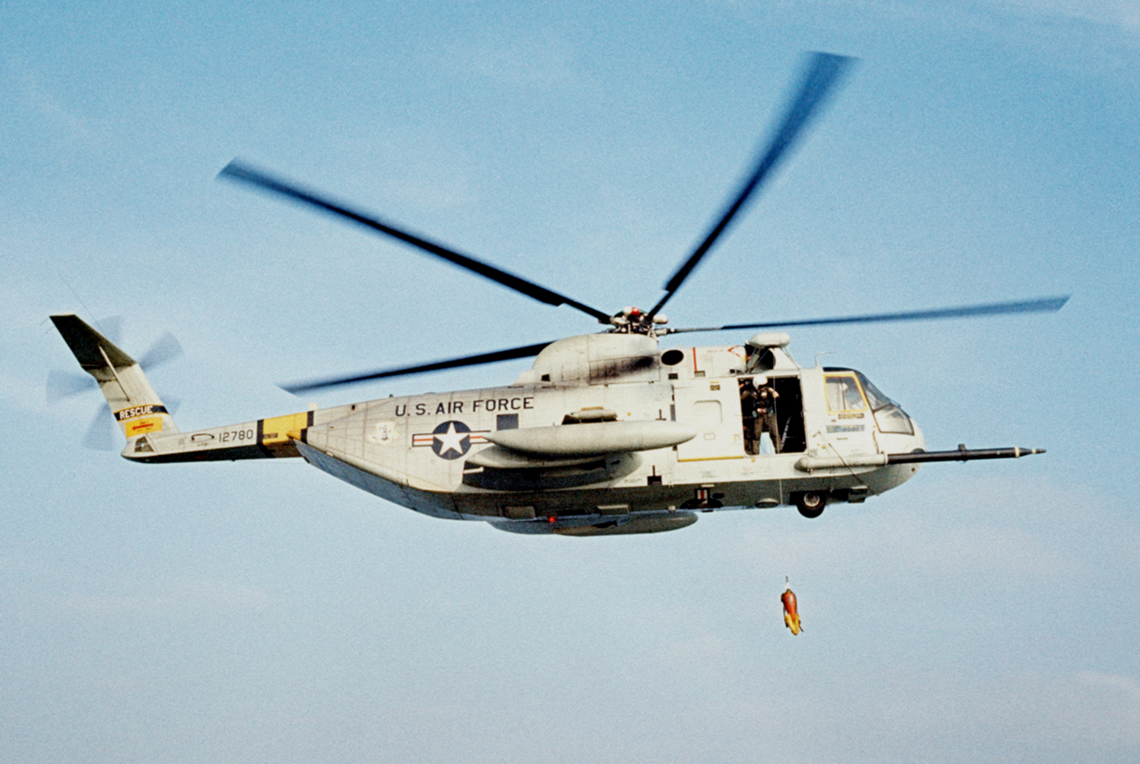 giant helicopter with File Hh 3e 129th Arrg Off California 1977 on File CH 3E over the Pentagon DC 1979 furthermore 885fa149cbf29da4e02c18e07a0bfeb7 as well Georgia May Jagger Channels Fifties Siren Brigitte Bardot New  mercial Cosmetics Giant Rimmel furthermore Vehicle Wrap together with Dragwars.