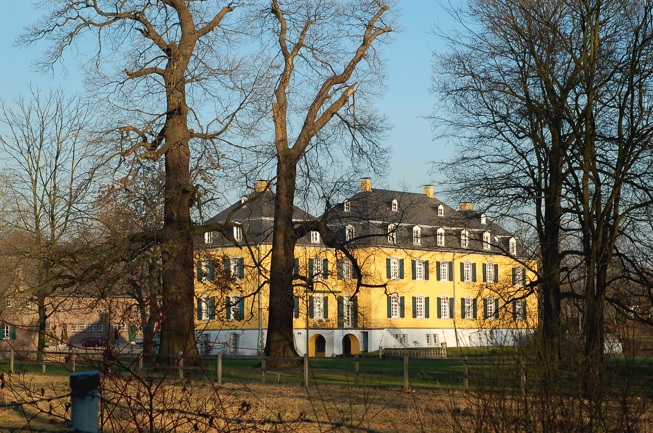 Datei:Haus Hall, Hückelhoven-Ratheim, Bild 3.JPG - Wikipedia