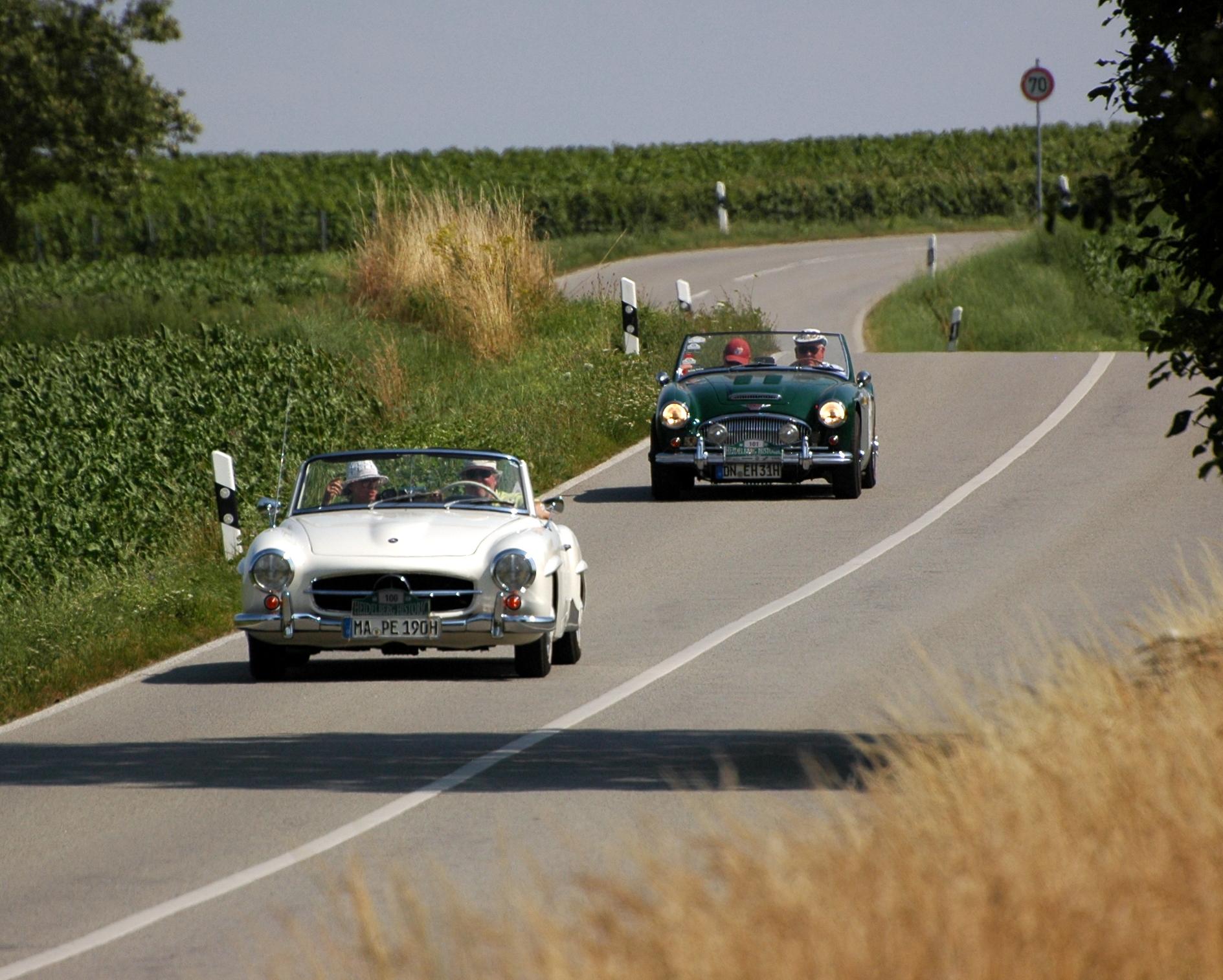 File:Heidelberg Historic 2015   Mercedes Benz 190 SL Cabriolet 1961 Und  Austin Healey 3000