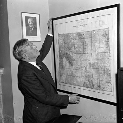 Henry H . Schwartz
