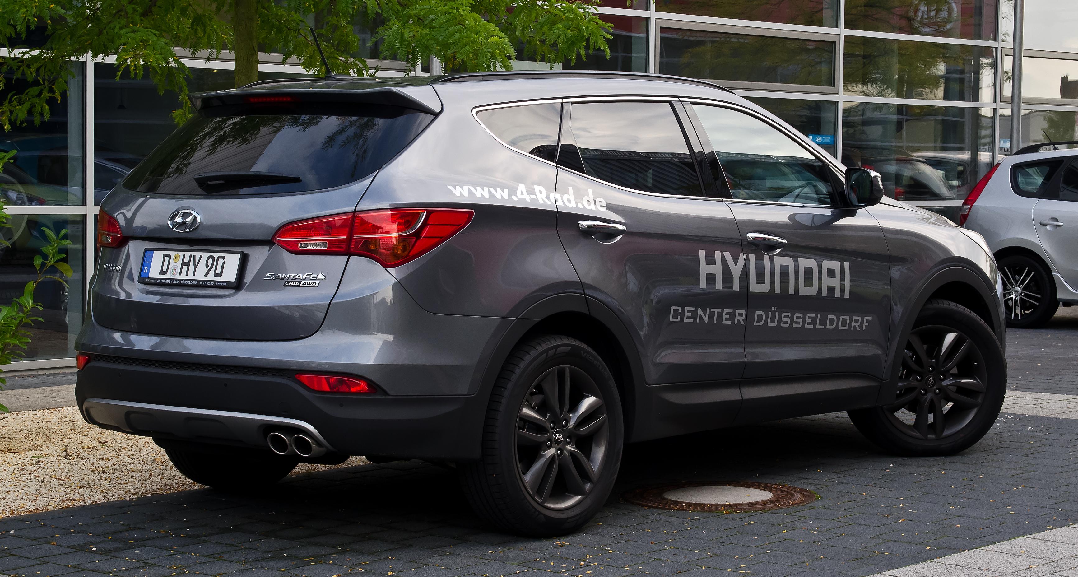 File:Hyundai Santa Fe 2.2 CRDi 4WD Premium (III) – Heckansicht, 15
