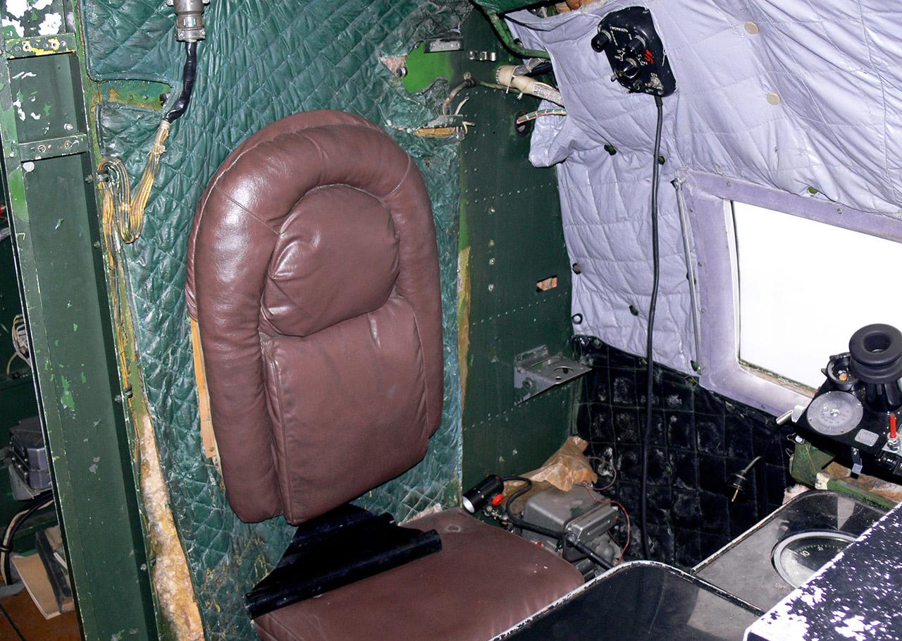 Il-14.Cockpit_(3107053554).jpg
