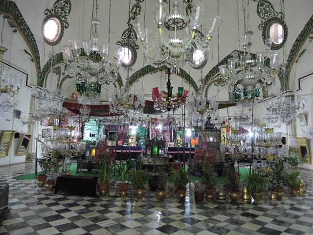 File Inner View Of Shah Nazaf Imambara Lucknow 05 Jpg Wikimedia