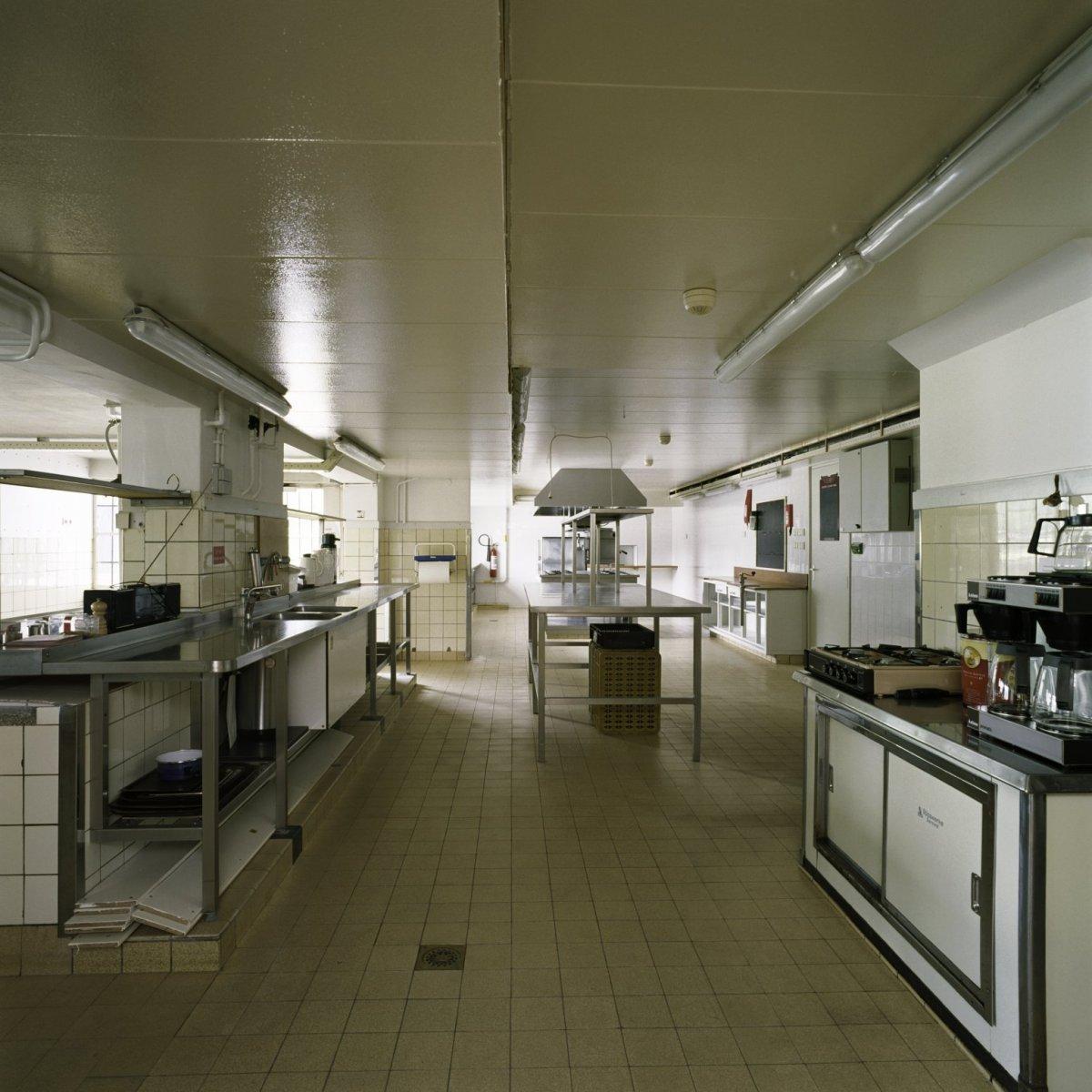 File interieur overzicht van de keuken gelegen in het - Makers van het interieur ...