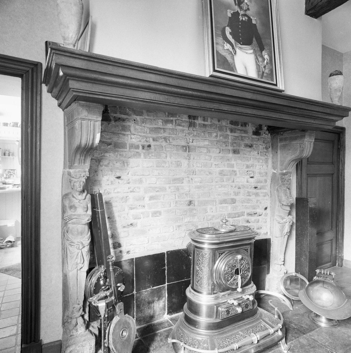 File interieur oude keuken schouw met natuurstenen beelden cadier en keer 20329896 rce - Interieur oud huis ...