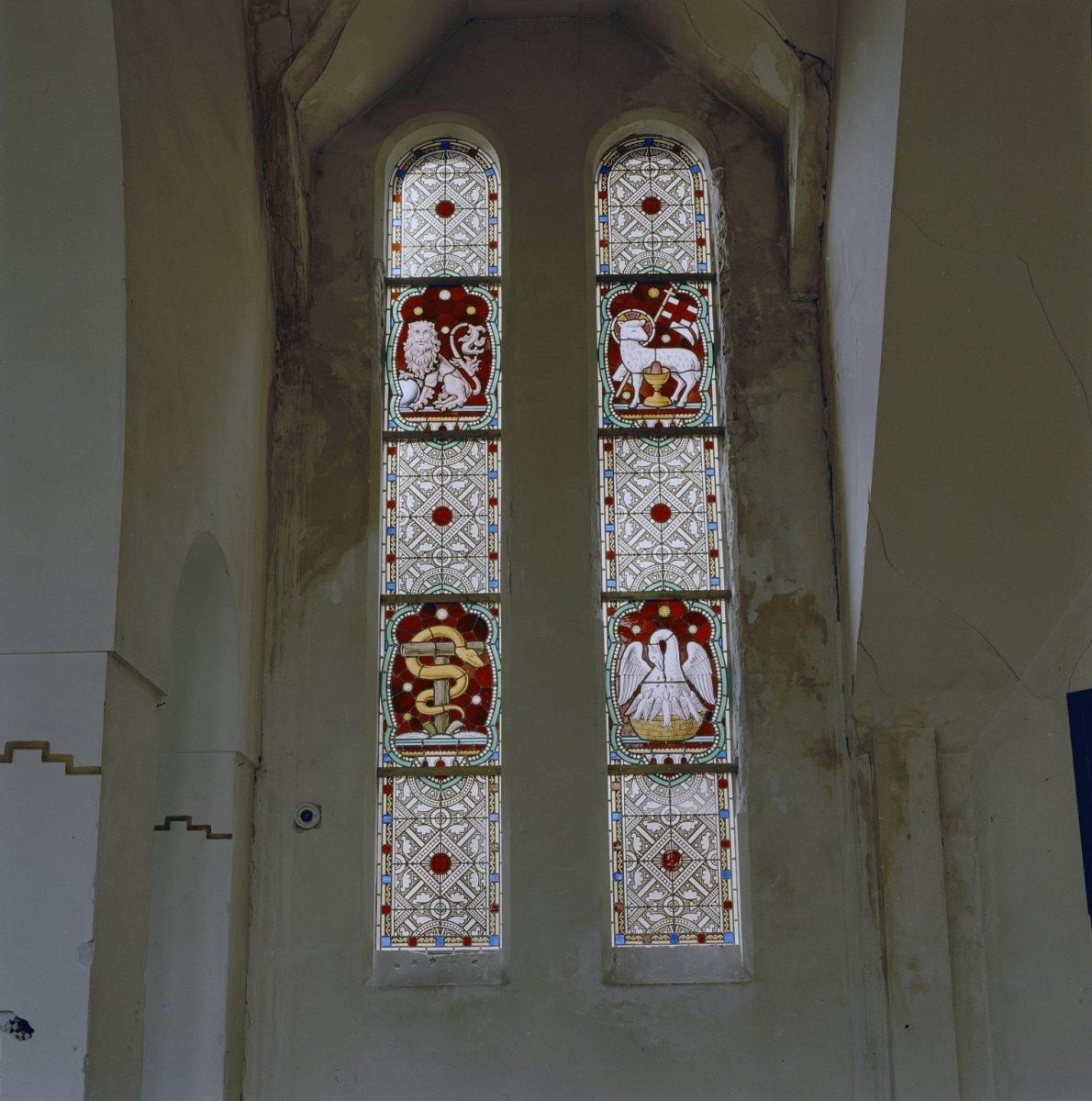 Datei:Interieur voormalig koor, glas in loodramen met ...
