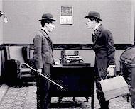 Lloyd Bacon con Charlie Chaplin in una delle sue comiche