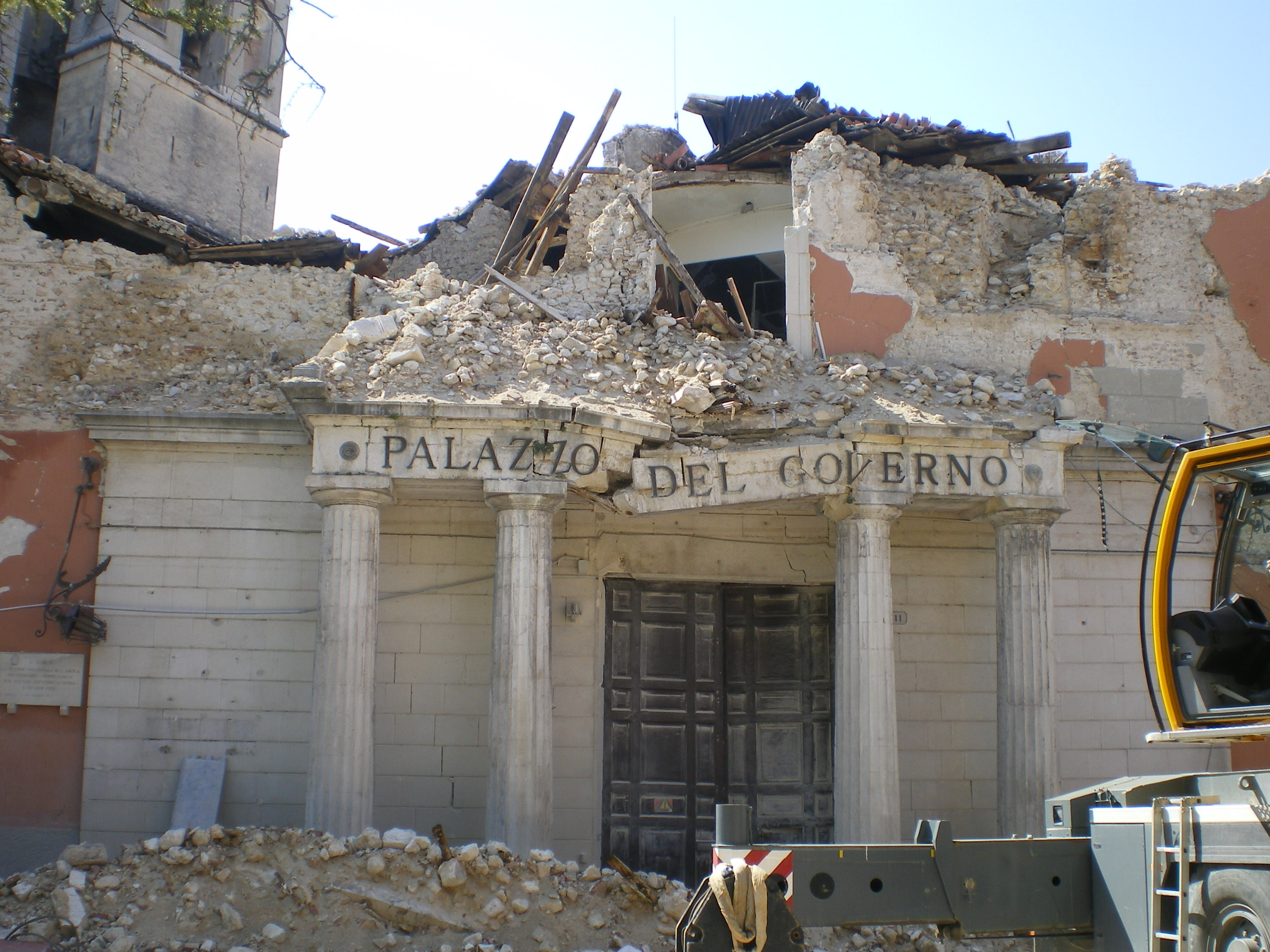 L'Aquila, Abruzzo, Italy. A goverment's office disrupted by the 2009 earthquake. Image and caption courtesy The Wiz83 via Wikimedia Commons.