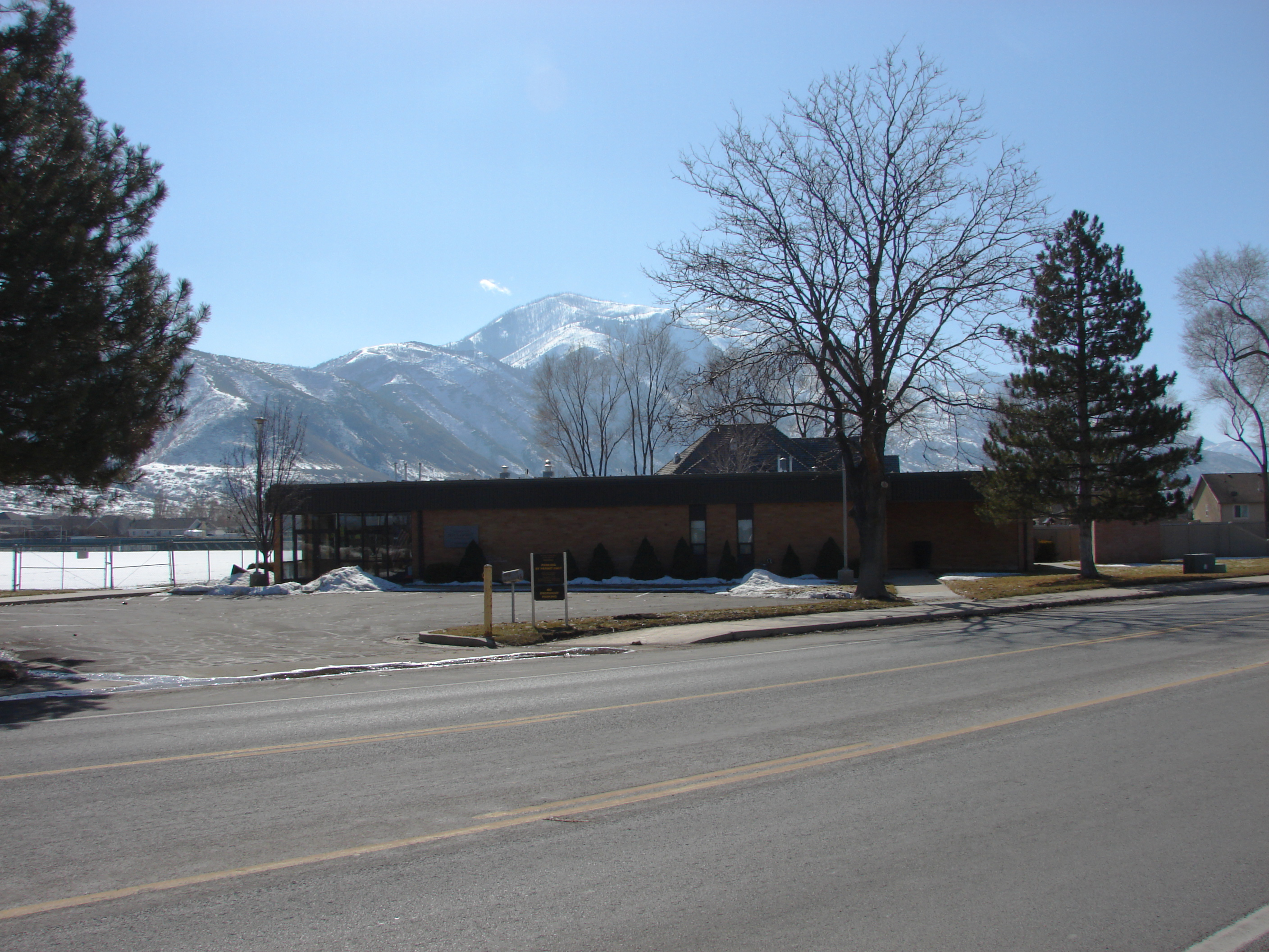 File:LDS Seminary building at Payson Jr  High School, Feb 16