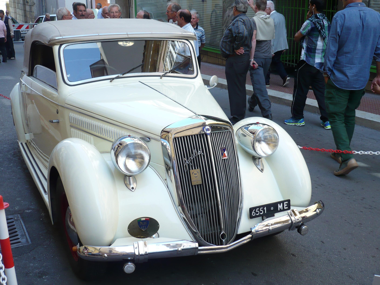 http://upload.wikimedia.org/wikipedia/commons/c/c7/Lancia_Aprilia_1941_cabriolet_a_Caltanissetta_15_09_2013_18.JPG