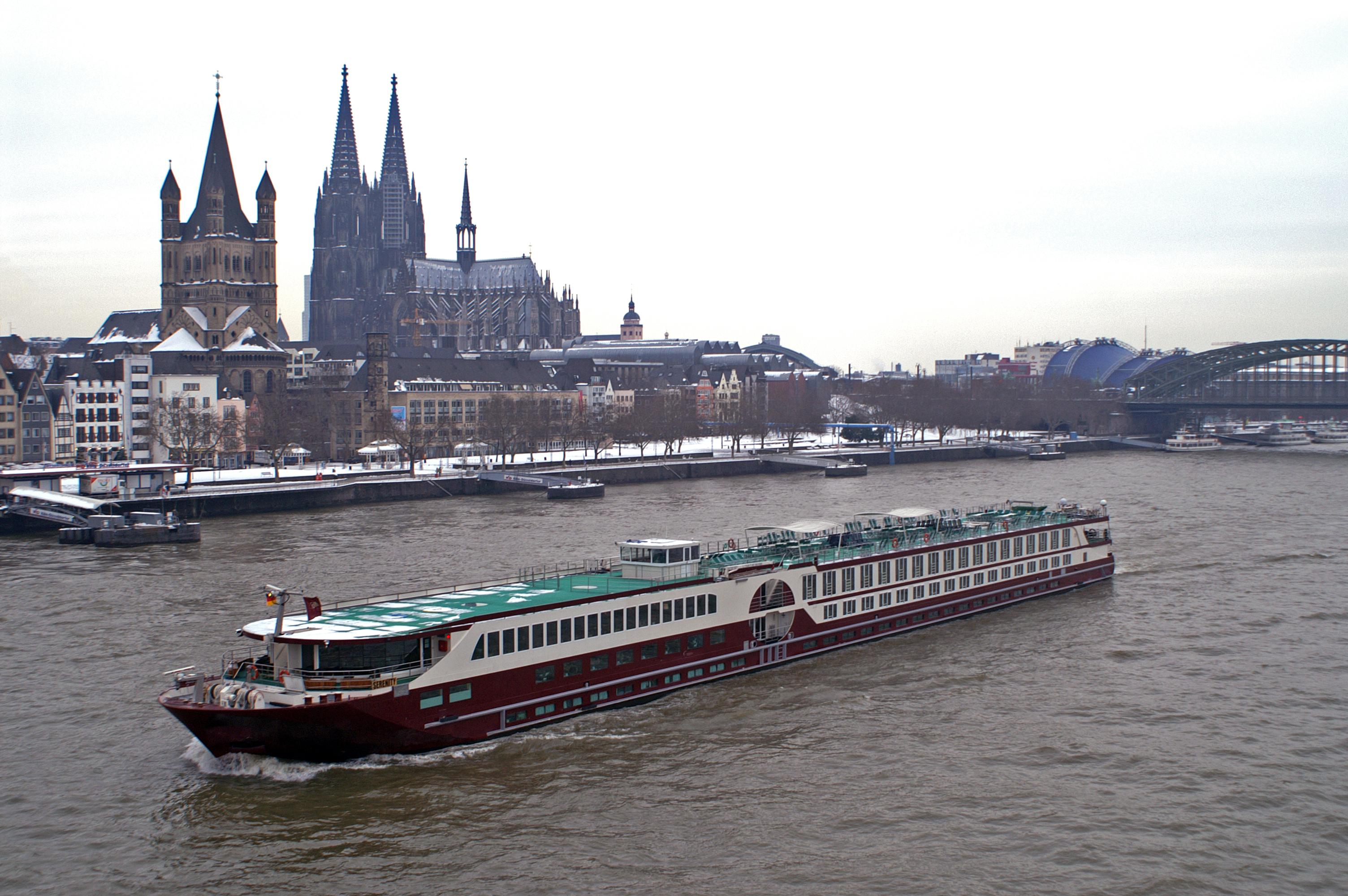 File Ms Serenity Cologne Germany 20101122 004 Jpg