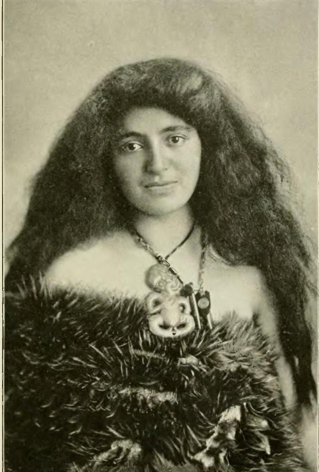 Description Maori woman Picturesque New Zealand, 1913.jpg