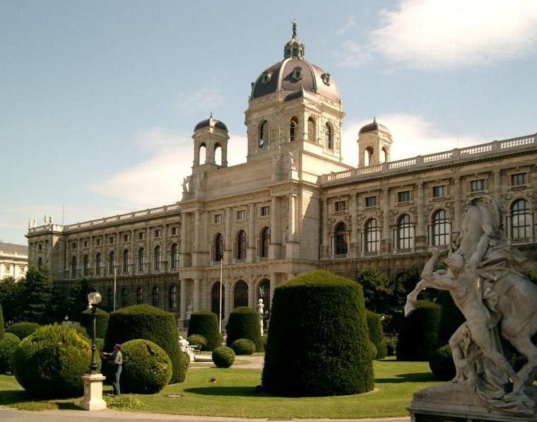 File:Maria-Theresien-Platz in Wien.jpg
