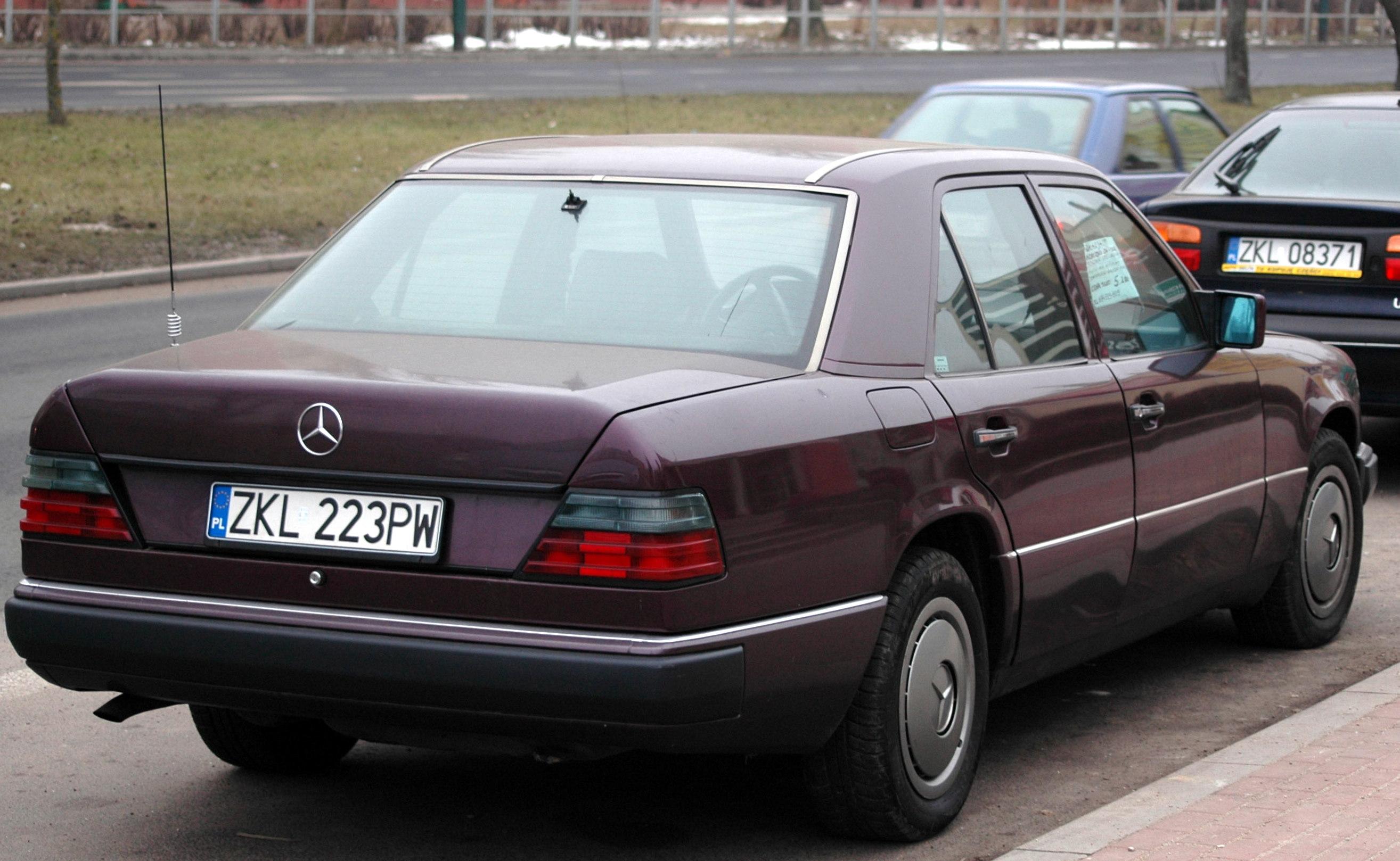 Mercedes C White