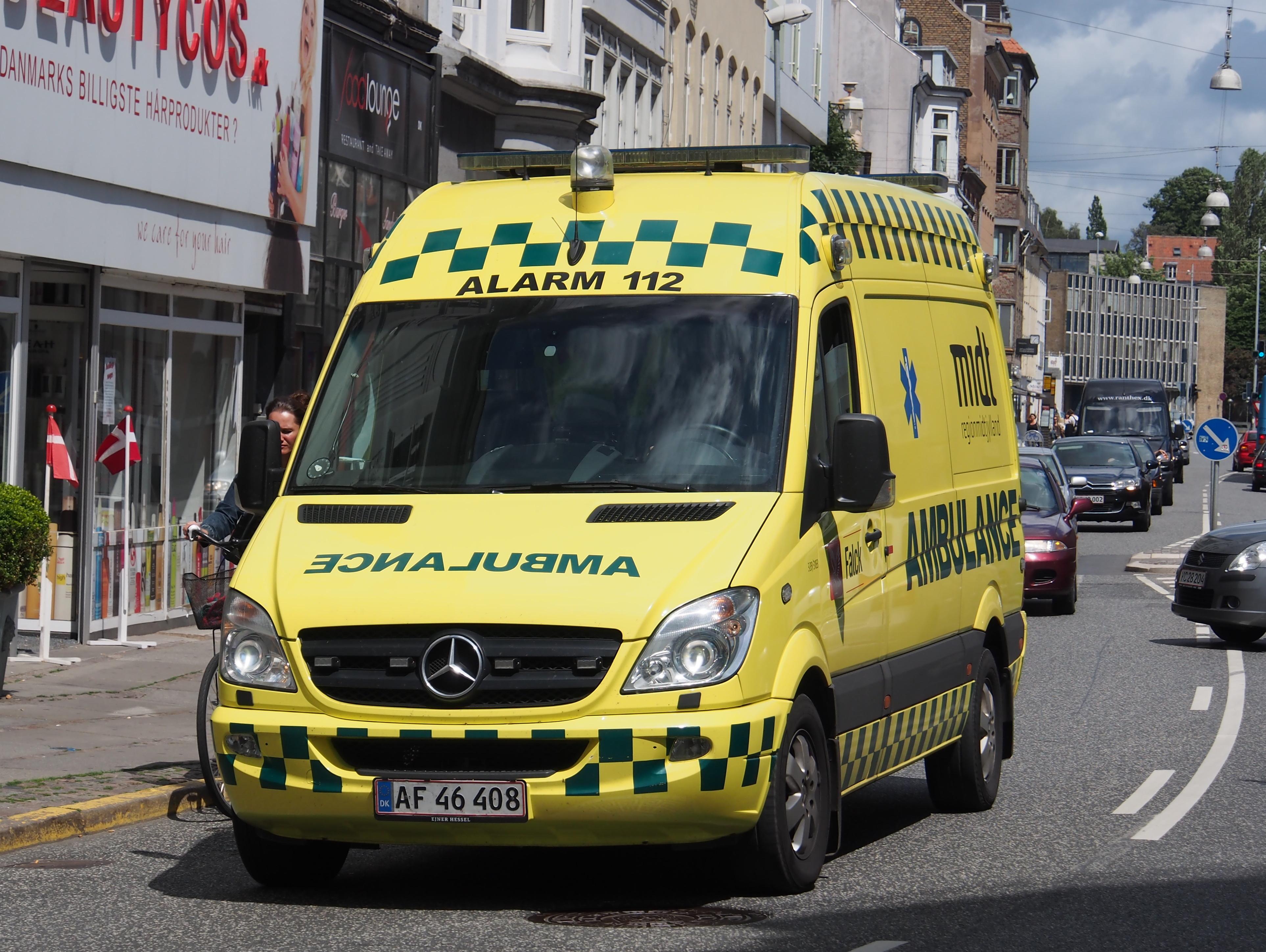 Mercedes Work Van >> File:Mercedes Falck ambulance, Århus.JPG - Wikimedia Commons