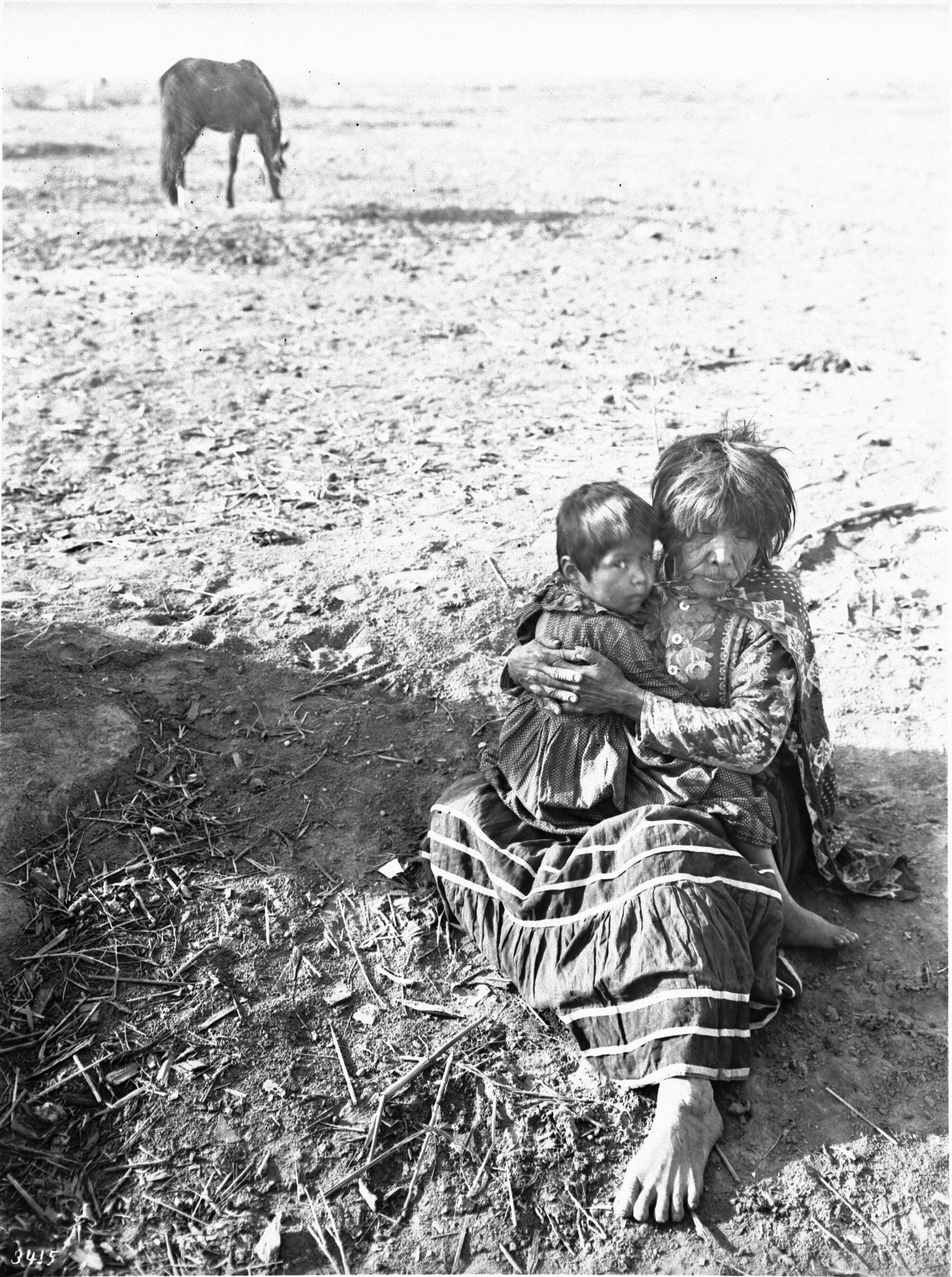 mojave women Mojave indians traditionally wore little to no clothing mojave men would usually wear no more than a loincloth, while women wore simple animal skin pelts.