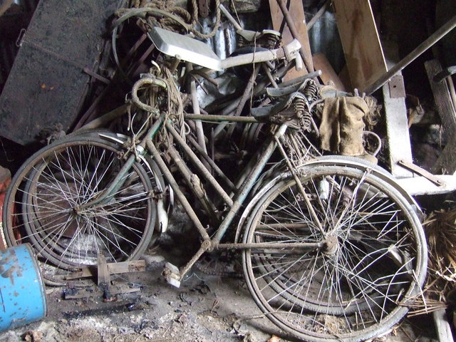 File:Old bikes - geograph.org.uk - 691348.jpg