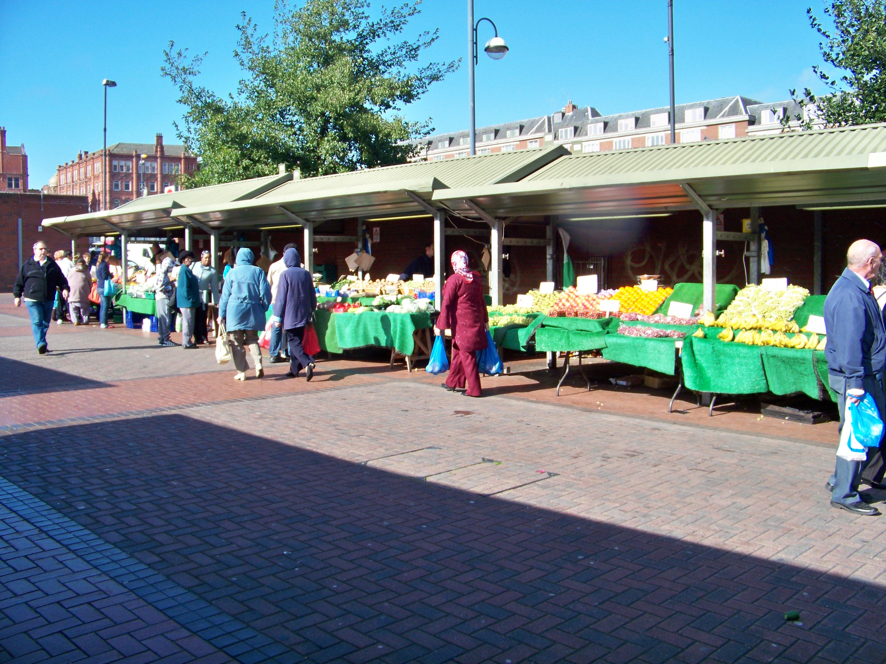 File:Outdoor market, Kirkgate Markets, Leeds.jpg ...