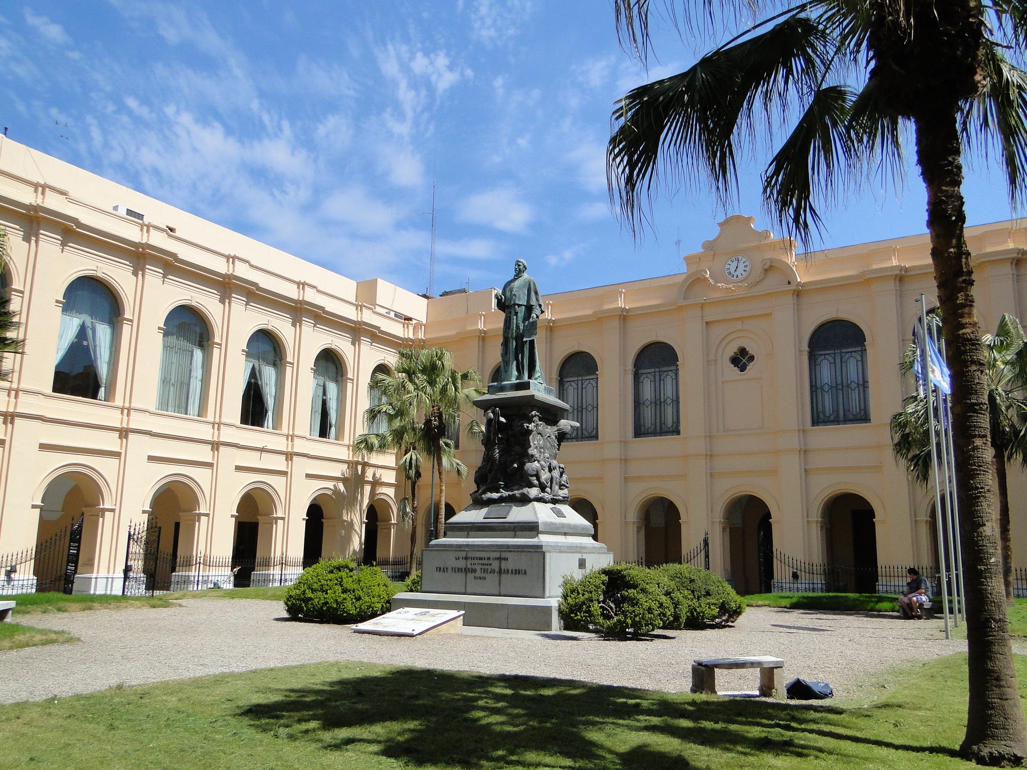 Archivo:Patio Rectorado de la Universidad Nacional de Córdoba.JPG ...