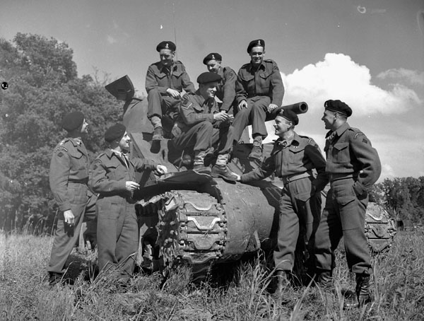 """fichier:personnel with the sherman tank """"bomb"""" of the sherbrooke"""