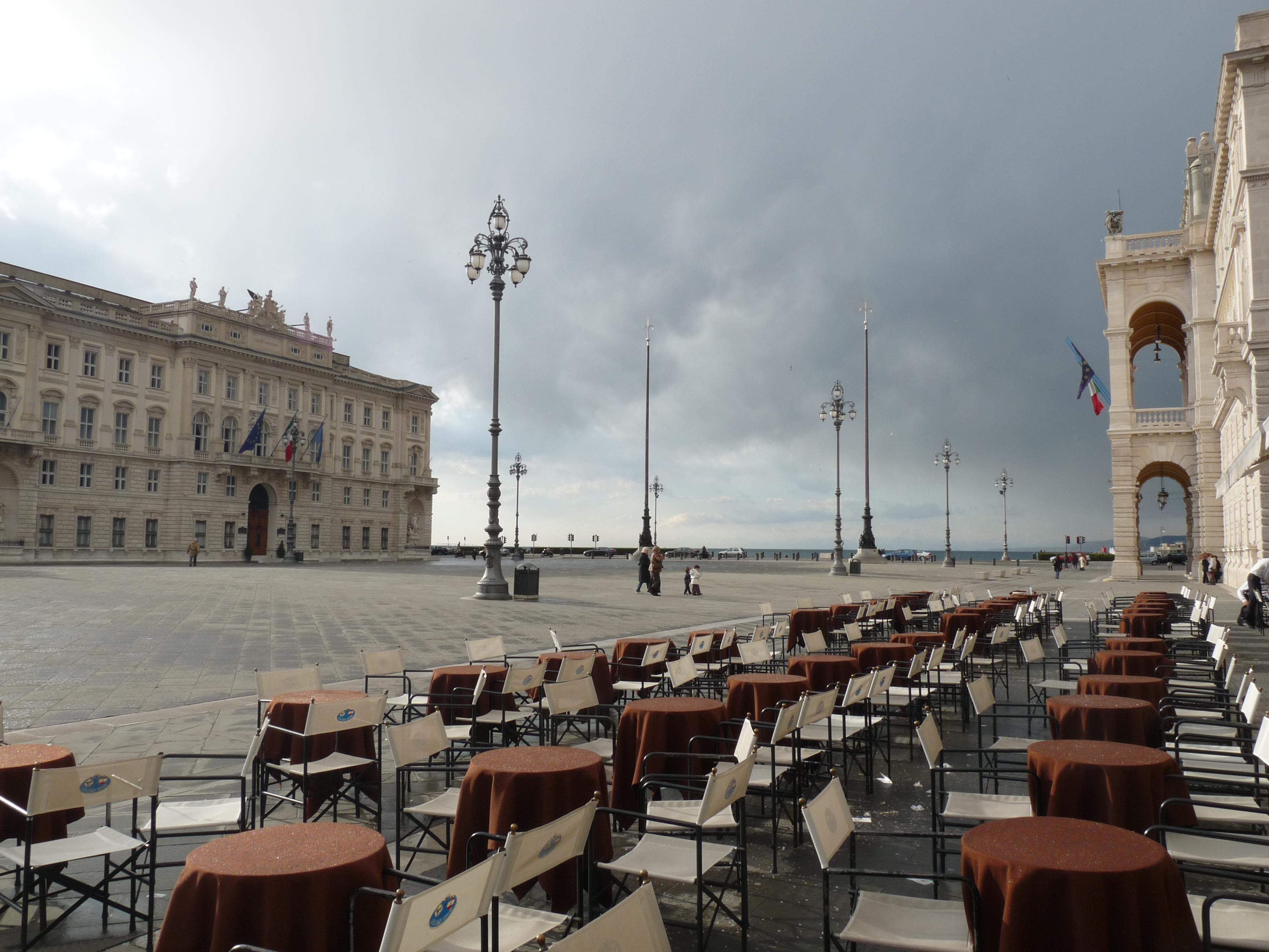 File piazza unit d 39 italia caff degli wikimedia commons - Caffe degli specchi ...