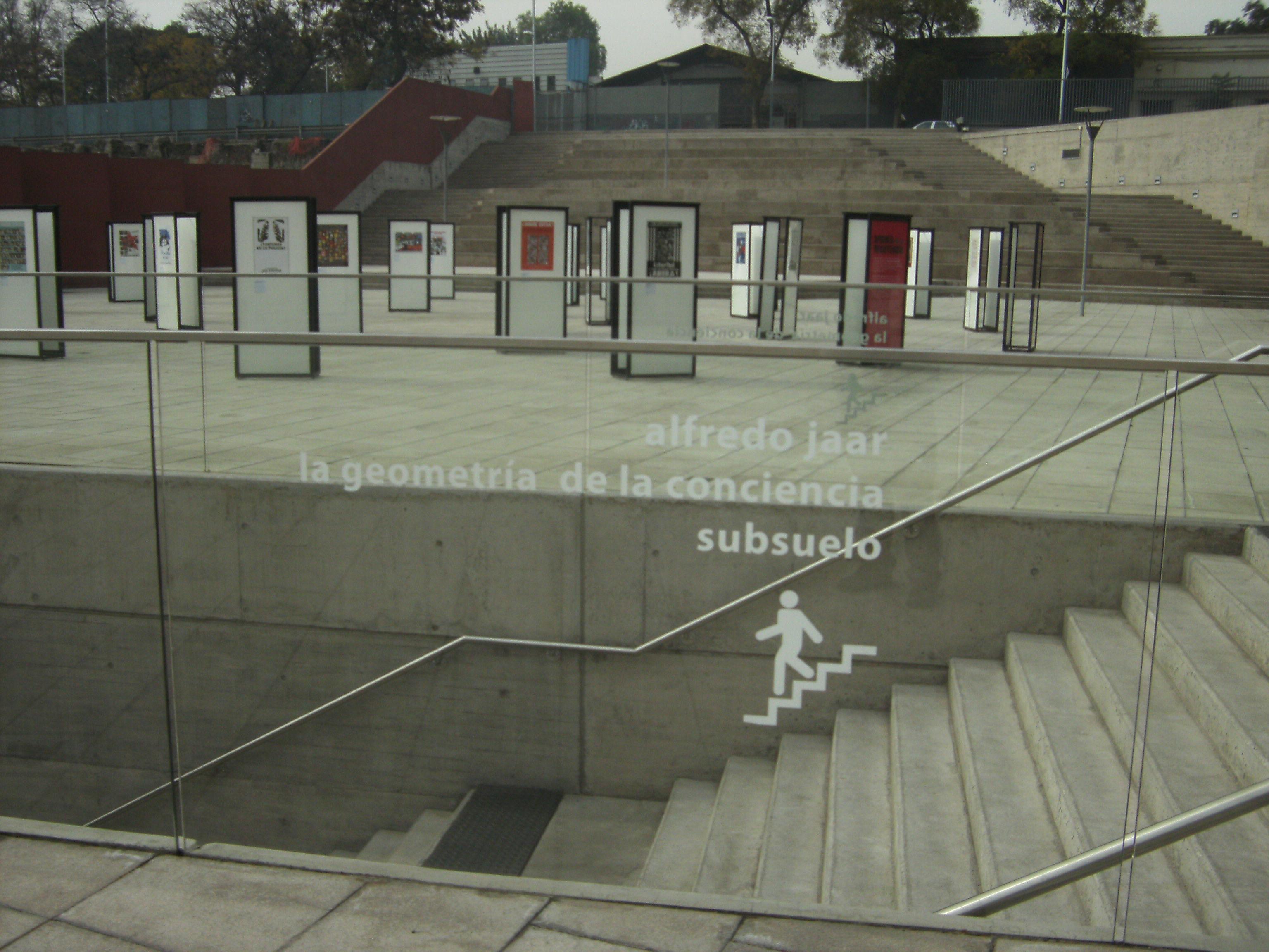 Plaza del museo del Lugar de la Memoria