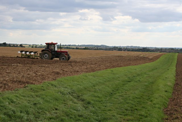 File:Ploughing by the Viking Way - geograph.org.uk - 240148.jpg
