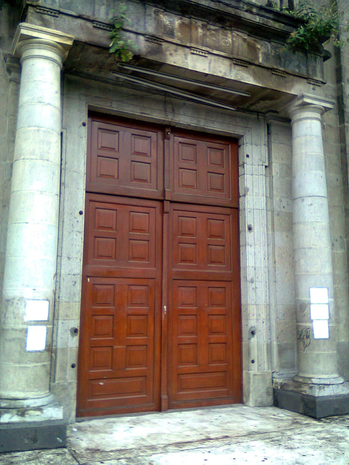 File puerta principal del templo de nuestra se ora de los for Puerta 7 campo de mayo