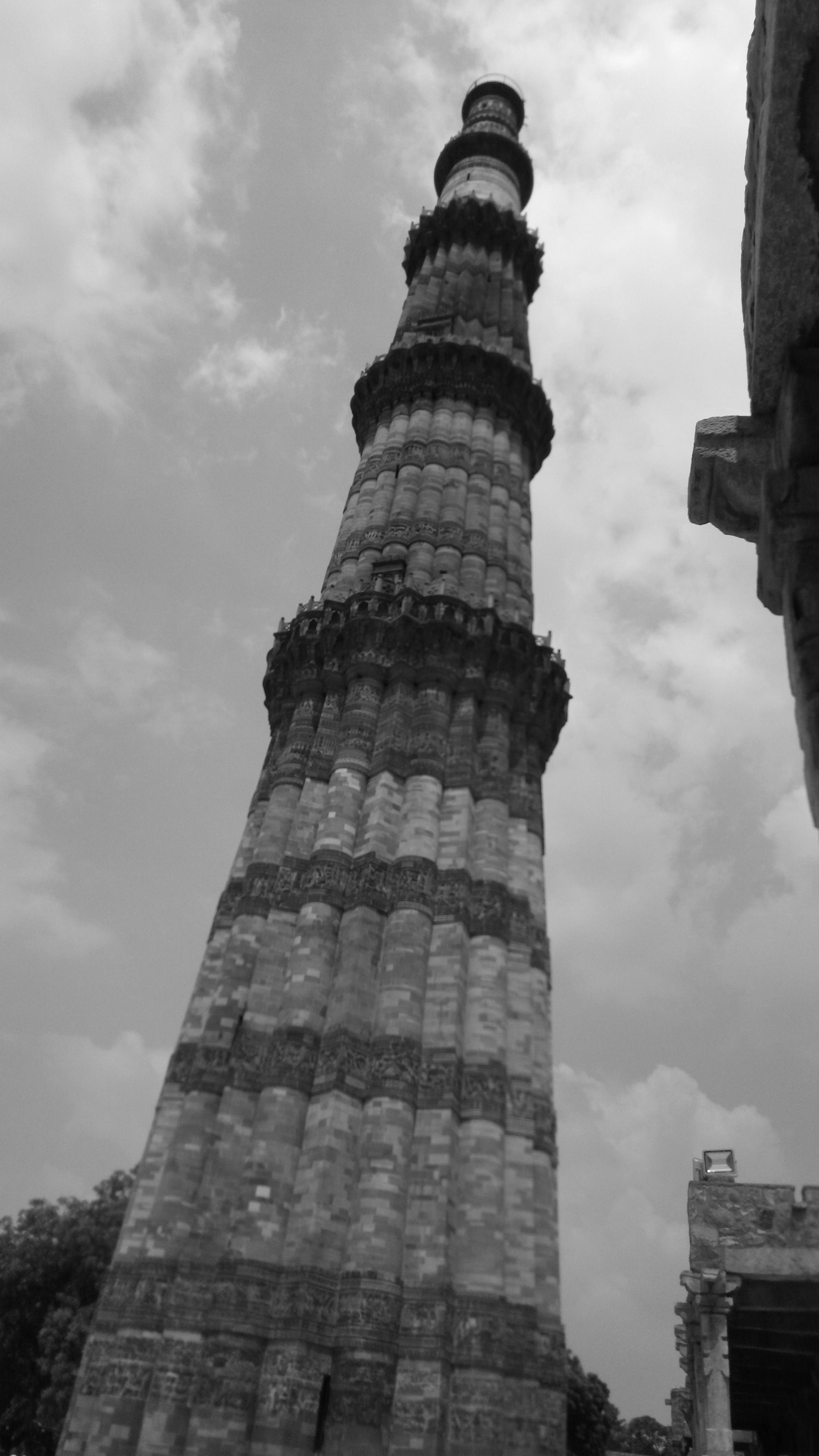Filequtub minar bw jpg