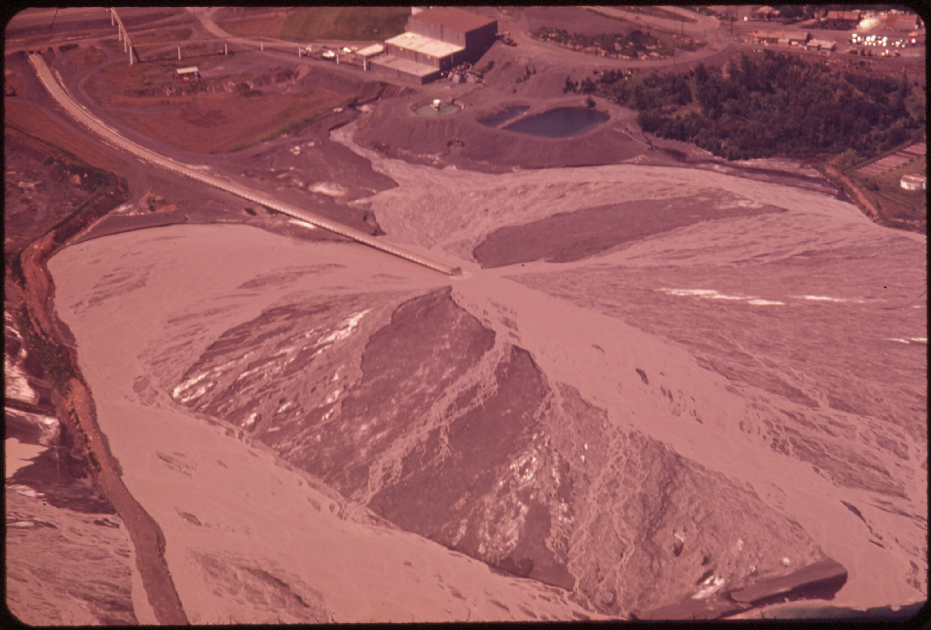 File:RESERVE MINING COMPANY'S TACONITE PLANT IN SILVER BAY  NORTH