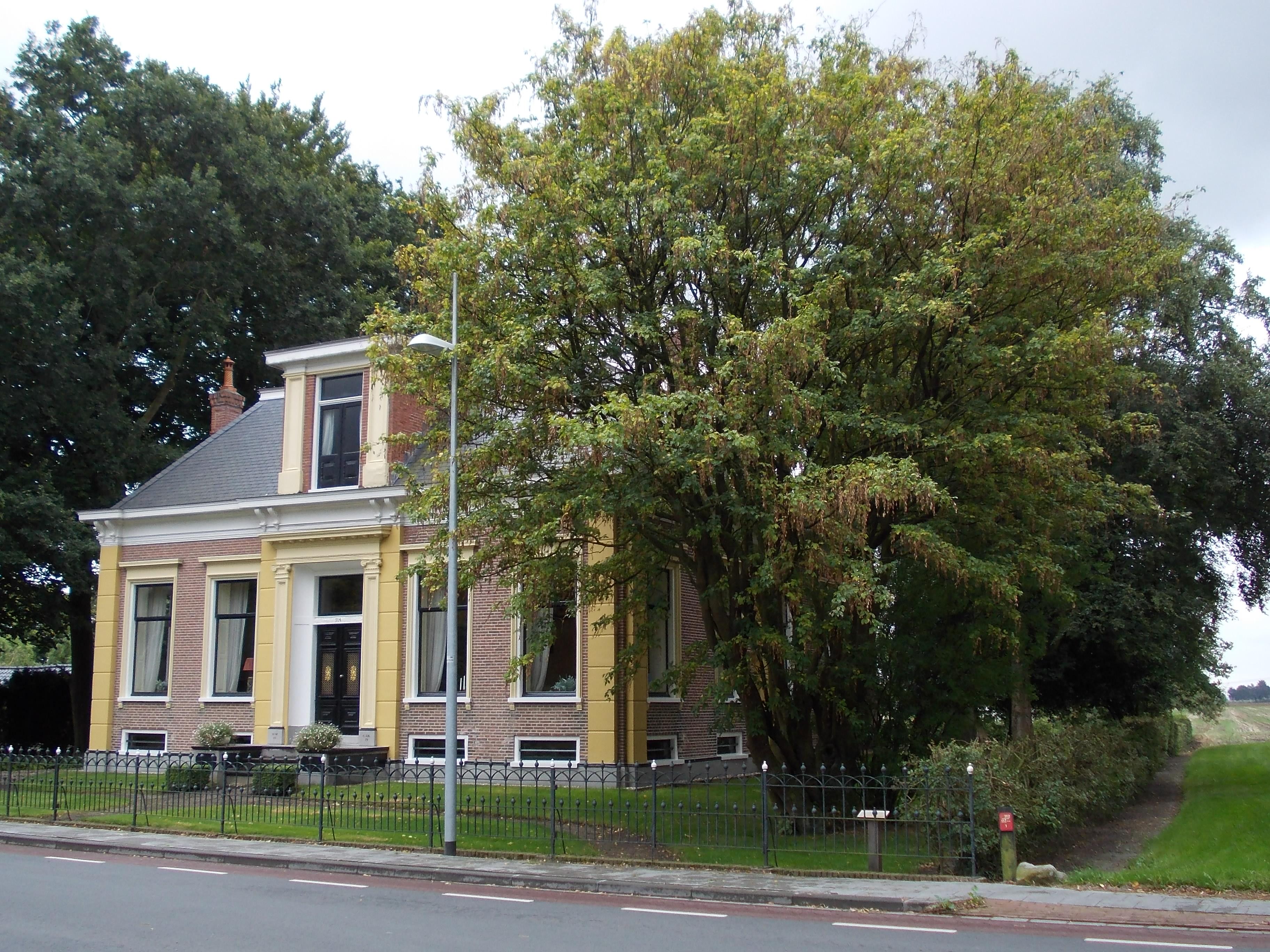 Rentenierswoning met aangebouwd achterhuis in meeden monument