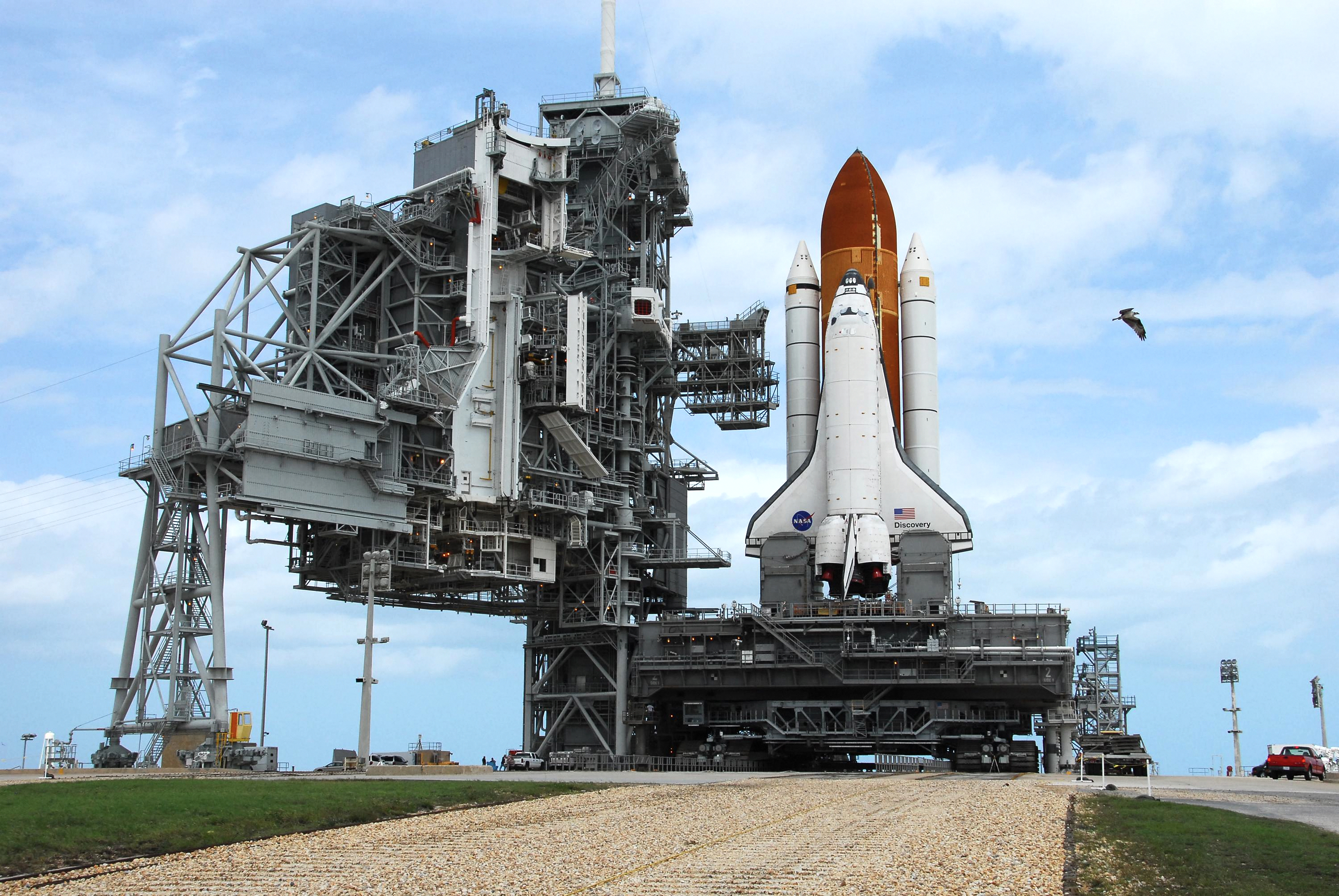 File Sts 120 Launchpad Arrival Jpg Wikimedia Commons