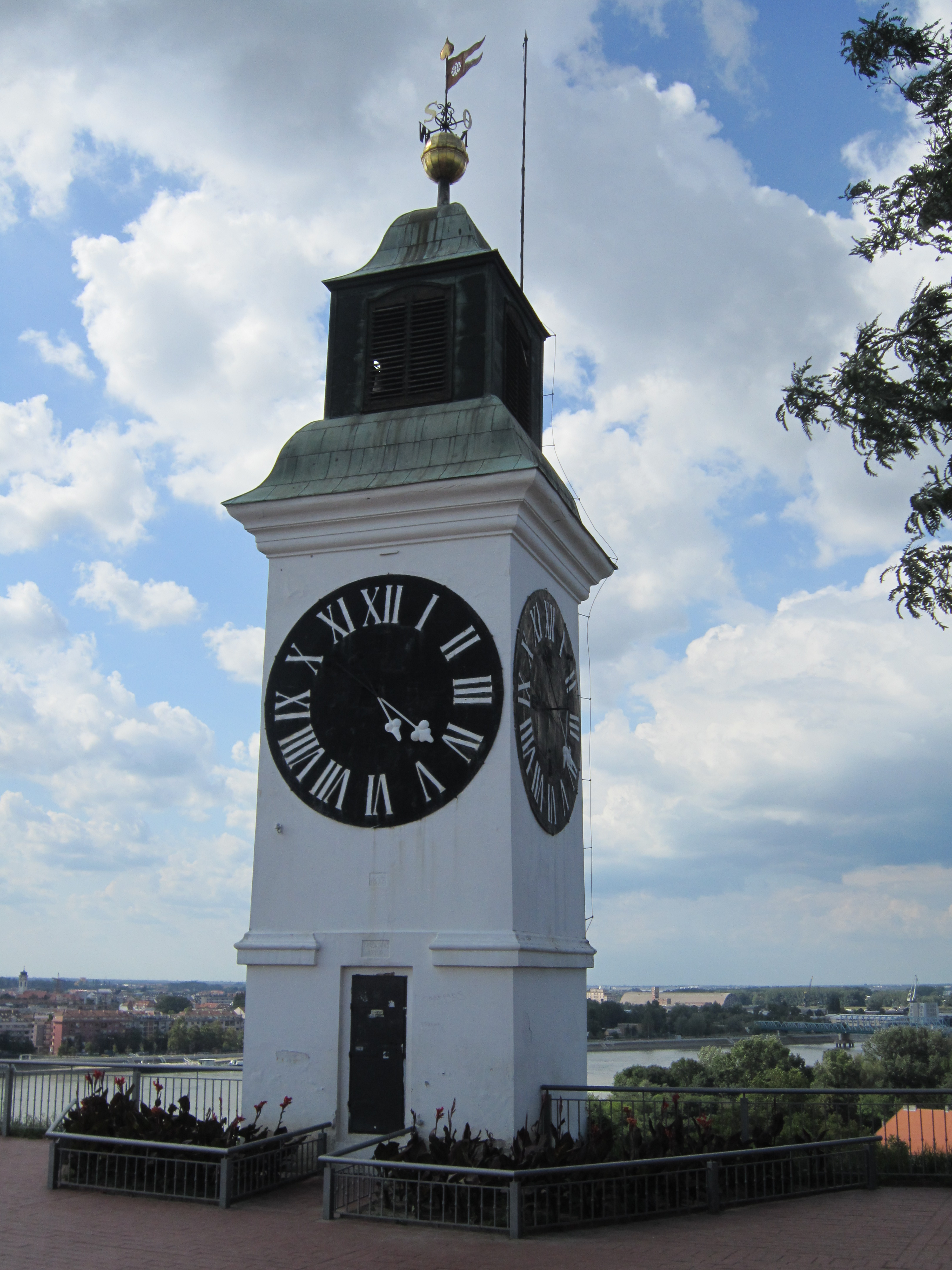 Petrovaradin Serbia  city photo : Bestand:Serbia Petrovaradin clock tower Wikipedia