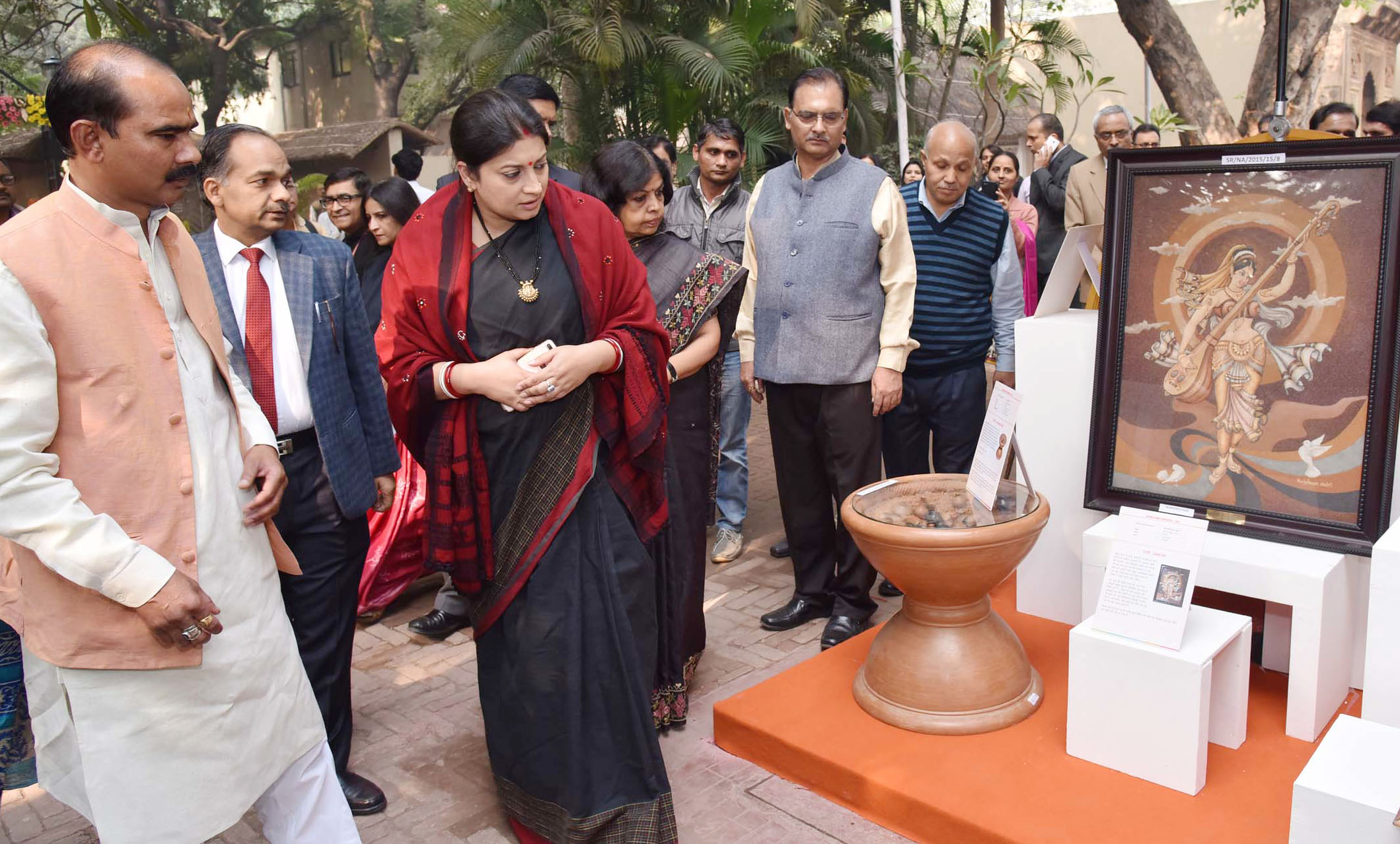 File Smriti Irani Visiting The Special Exhibition Of Handicrafts