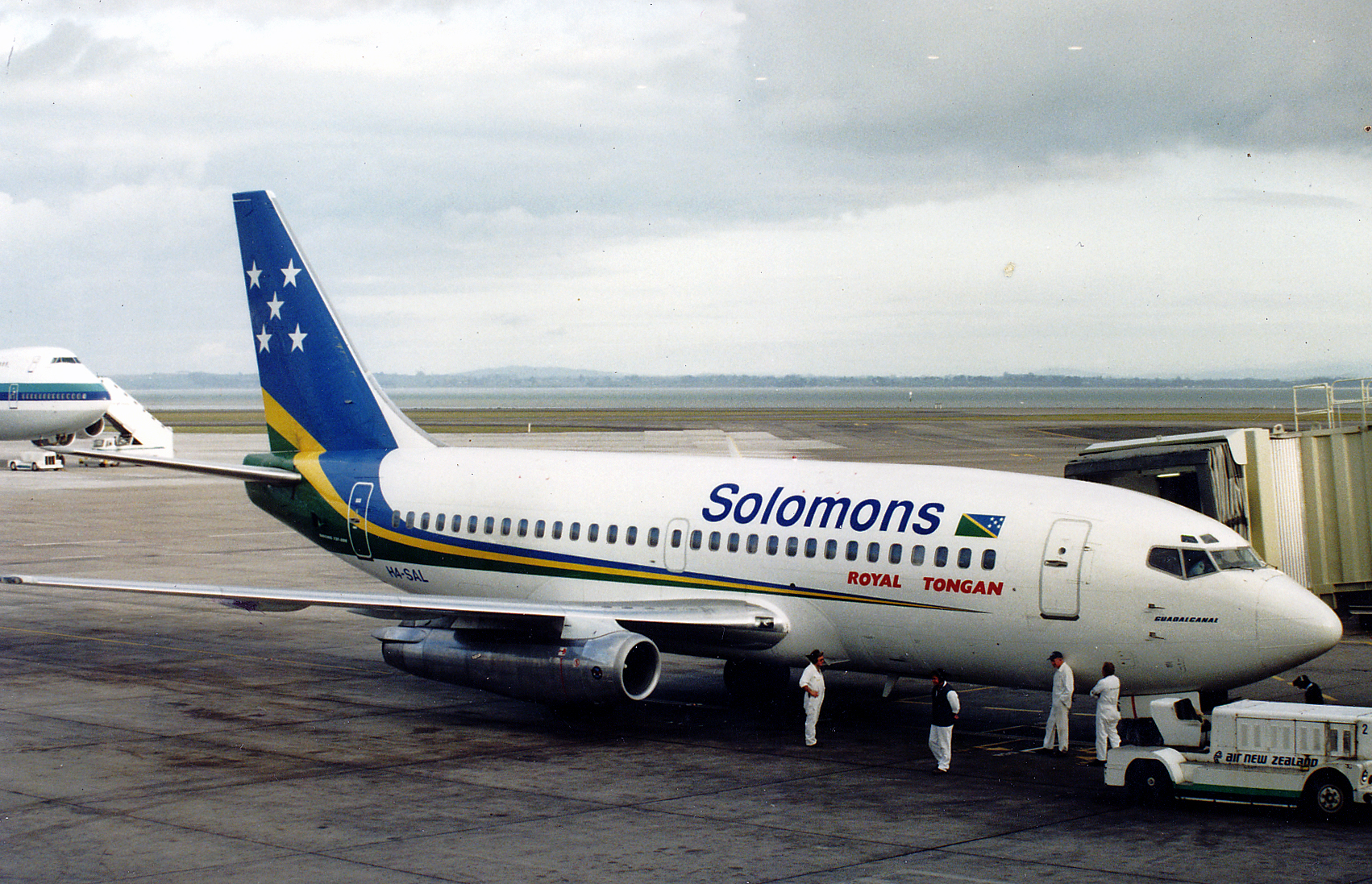 File:Solomon Airlines Boeing 737-200 at Auckland Airport, 2000.jpg ...