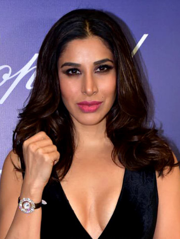 Sophie Choudry - Wikipedia