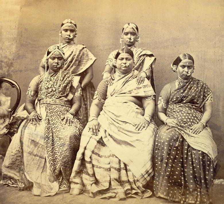 File:Studio portrait of five women wearing jewellery, at