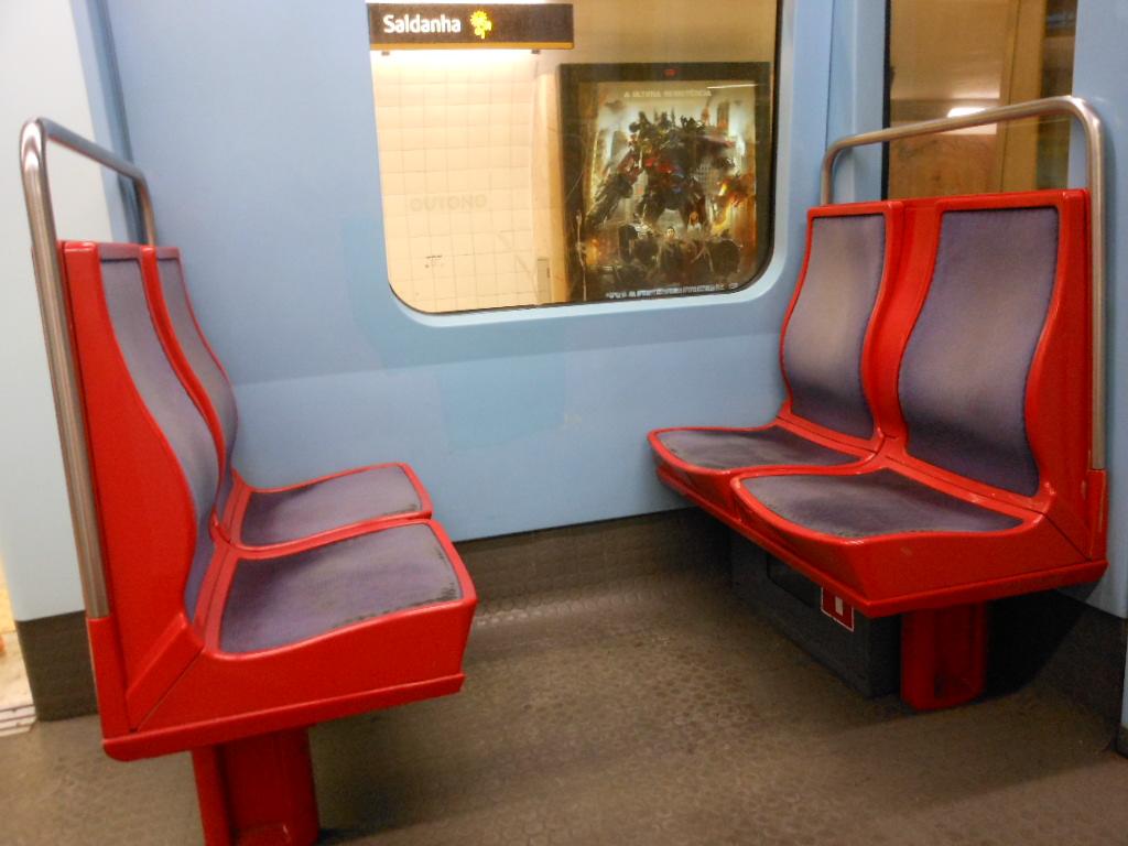 file subway seats 5936790202 jpg wikimedia commons. Black Bedroom Furniture Sets. Home Design Ideas