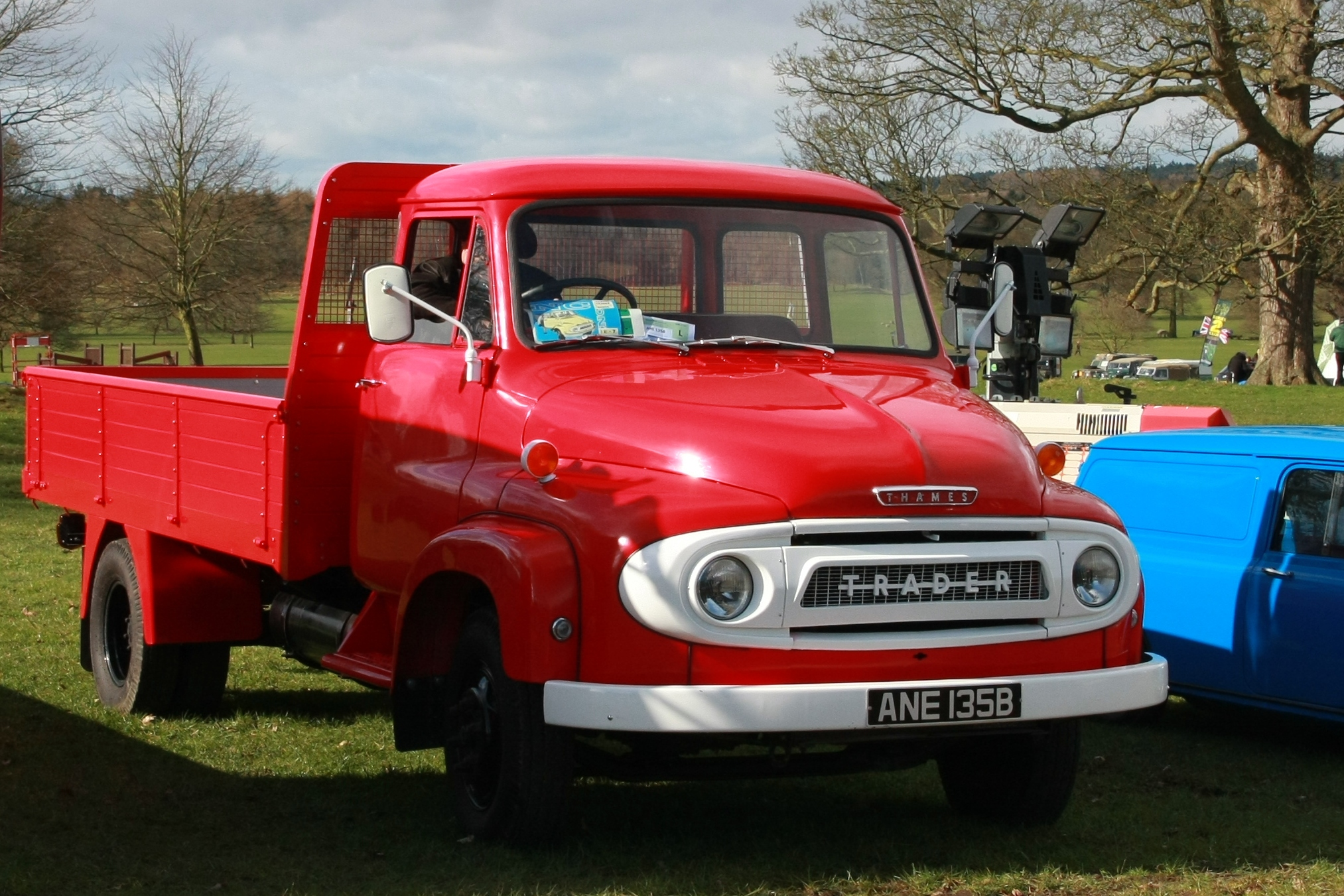 File:Thames Trader registered October 1964 3600cc sic DVLA.JPG ...