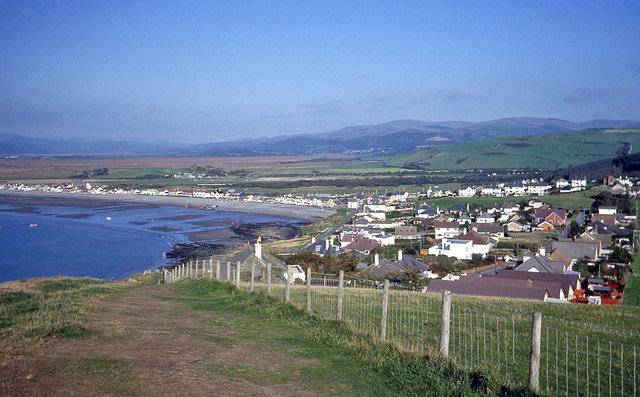 The coast path reaches Borth - geograph.org.uk - 1368873