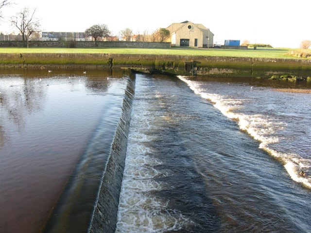 The last weir on the Esk, at Musselburgh - geograph.org.uk - 1064284