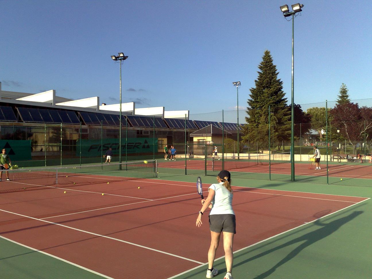 File torrelodones polideportivo pistas de tenis y for Piscina polideportivo